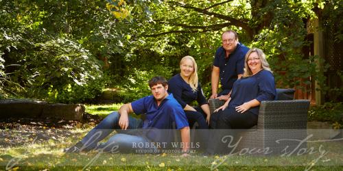 Family-portrait-outdoors-Robert-Wells
